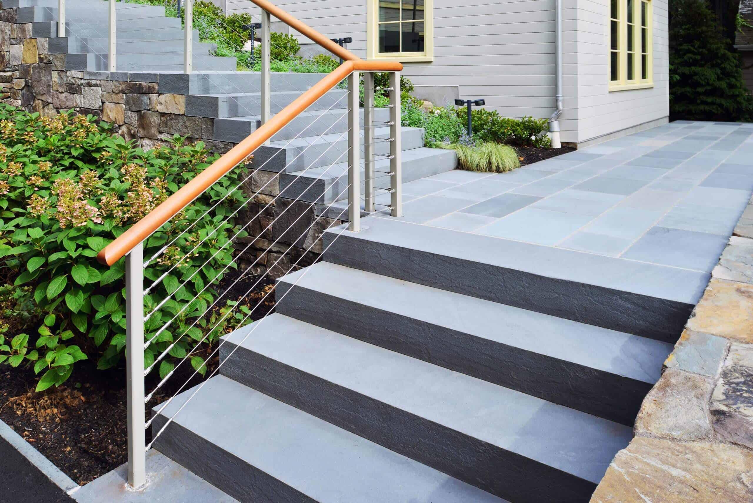 Žgane protizdrsne granitne stopnice - za zunanjo uporabo
